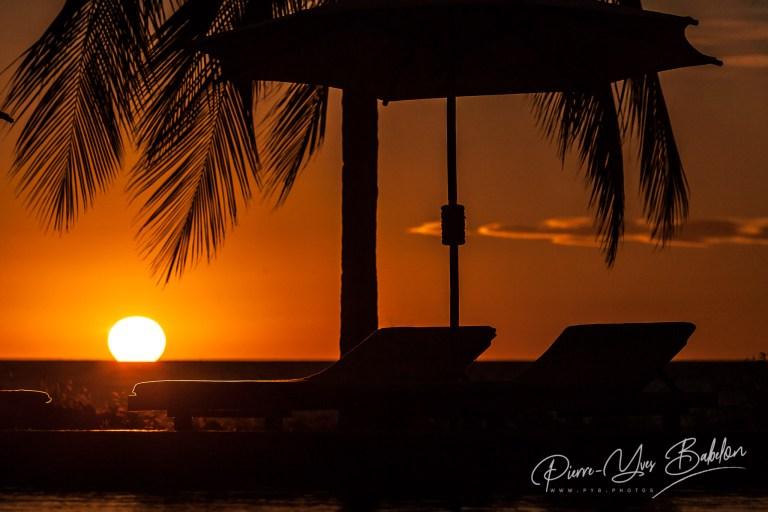 Transats au coucher du soleil à Nosy Saba, Madagascar
