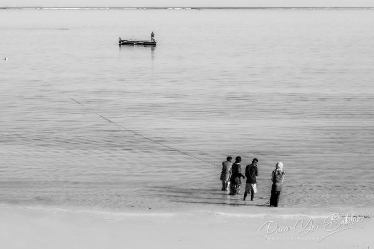 Scène de pêche à Tsiandamba, Madagascar.