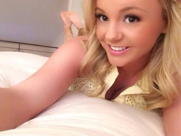 Bree Olson feet soles pose on bed