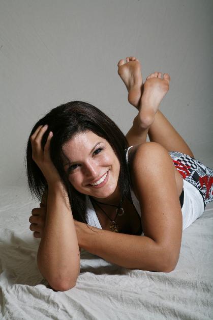 Gina-Carano-Feet-soles-pose
