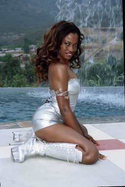 monique ebony showimage