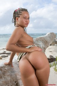 Sandra in Anal Honeymoon in the Tropics - Scene 6__07