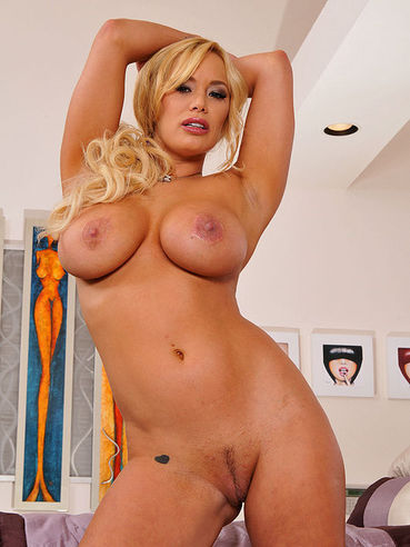Shyla Stylez naked bald pussy