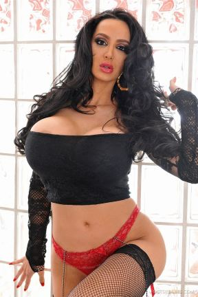 amy-anderssen-rubs-her-feet-and-tits-on-a-hard-cock-1