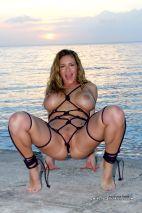 Anna Miller amateur porn couple spread pussy