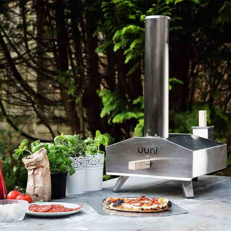 If your looking for an easy to use and well designed outdoor pizza oven, the Uuni 3 Pizza Oven is probably a good place to start, it whips up a decent pizza in as fast as 90 seconds. Using wood pellets for fuel, this pizza oven will take only 10 minutes to heat up meaning you can be serving pizza in just under 12 minutes. It really is that good, it reaches temperatures up to 932°F (500°C) and cooks Neapolitan-style pizza you will simply love.