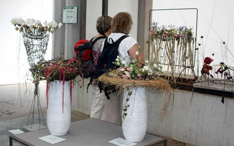 Floristen aus aller Welt zeigen ihre Gestecke.