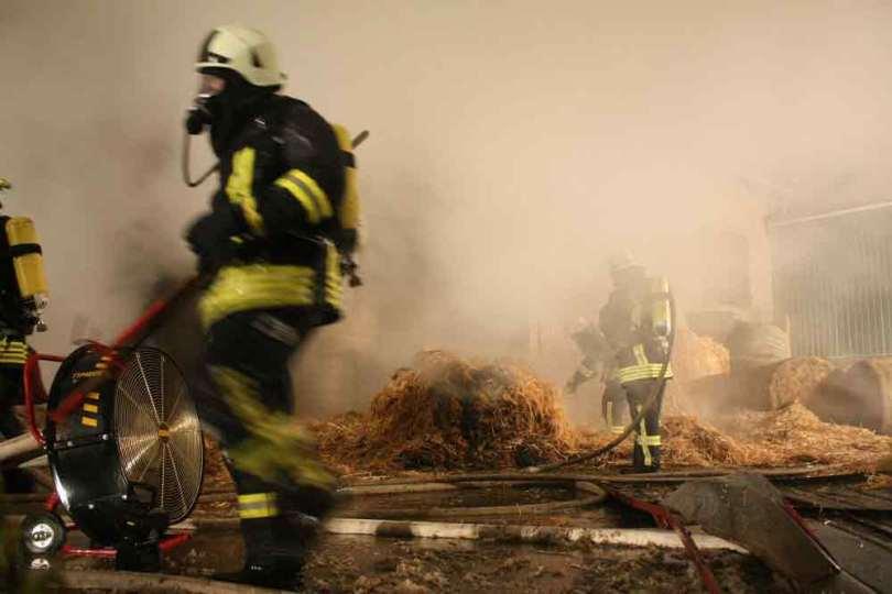 Im Einsatz muss es schnell gehen: Da ist der Feuerwehrmann bei langer Belichtungszeit schnell verwischt.
