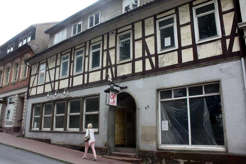 Der einstige Mittelpunkt meiner Schüler-Freizeit: Silvanas Eiscafé (linkes Fenster).
