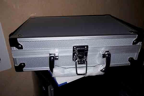 Ganz schick: Der Fotokoffer der Plastikkamera.
