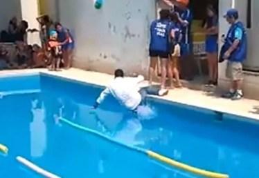 cae a piscina listo 1