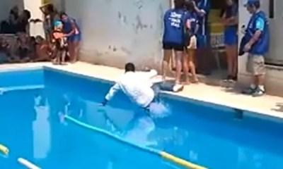 cae a piscina listo