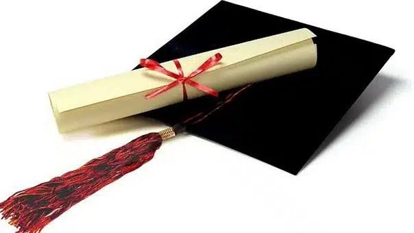 título universitario