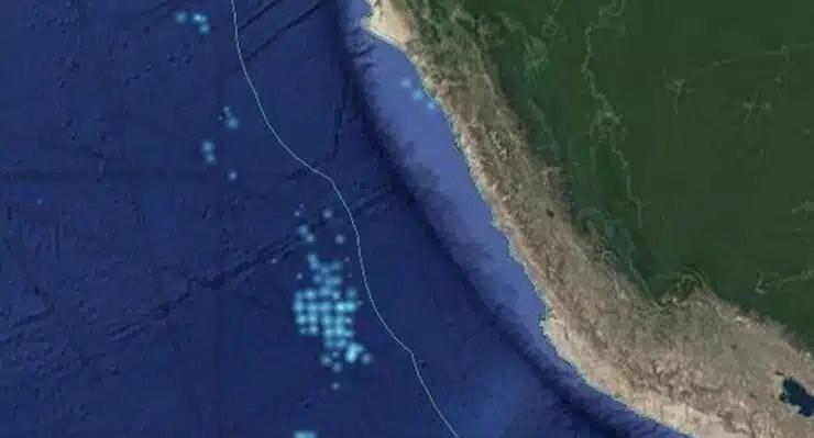 barcos chinos frente a mar peruano