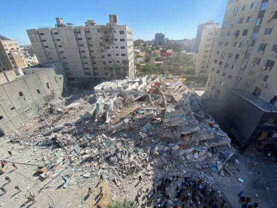 Israel intensifica ataques contra Gaza y destruye edificio de medios de comunicación internacionales
