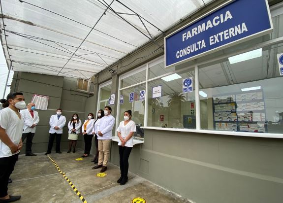 inauguran farmacia 3
