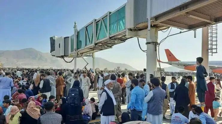 Restos humanos hallados en avión que salio de Kabul