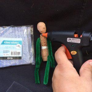 Limstänger med tillhörande limpistol/miljöpyssel