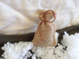 Julklappsäck i snön