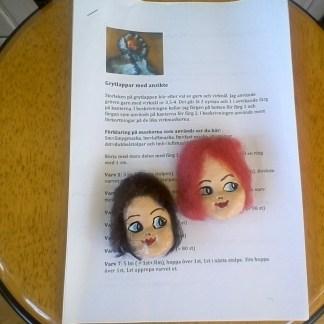 Virkmönster med 2 dockansikten