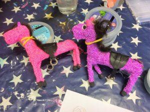 Färgglada hästar