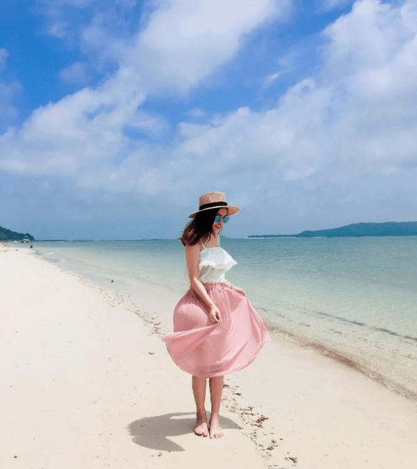 Đi dạo trên bãi biển ở Cô Tô quả thực vô cùng lãng mạn