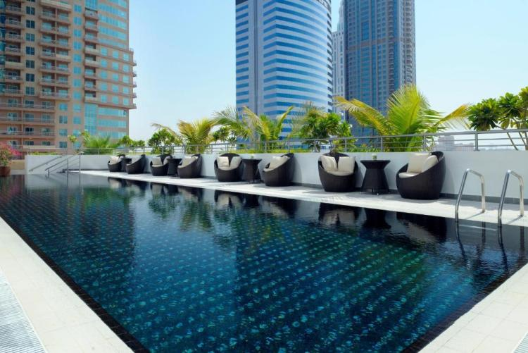 The swimming pool at or close to Mövenpick Hotel Jumeirah Lakes Towers Dubai