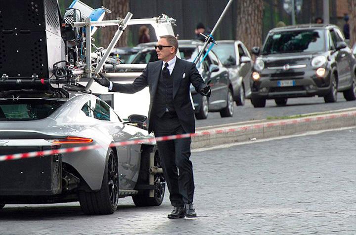 Daniel Craig Aston Martin DB10 Spectre Set