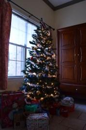 Le sapin de Noël et ses cadeaux