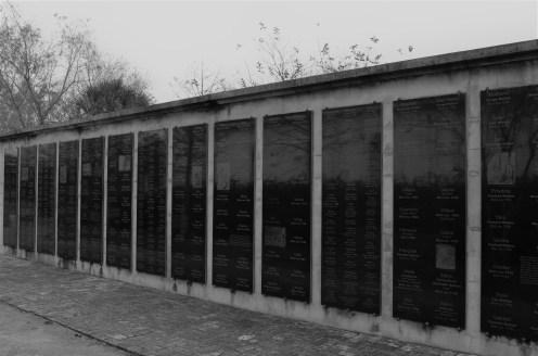 """Wall of Honor, le """"Mur d'Honneur"""" reprenant le nom des 350 esclaves qui vécurent à la plantation"""