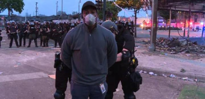 Le journaliste Omar Jimenez a été arrêté en plein direct.