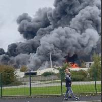 Q SCOOP - Un incendie majeur éclate dans le nord du port français du Havre.