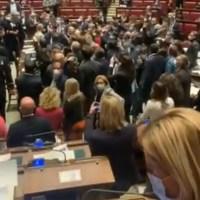 """Q VIDEOS - ST: Le Parlement Italien se révolte et crie """"LIBERTÉ, LIBERTÉ"""" !"""