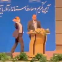 Le gouverneur iranien giflé au visage lors d'un discours public.