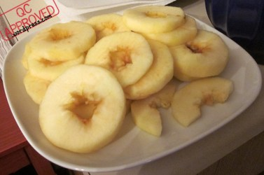 Cored n' sliced apples. / QC APPROVED.