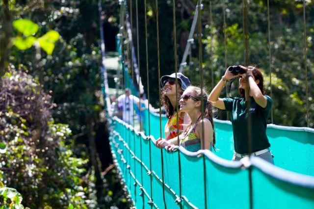 Resultado de imagen para tourist in costa rica
