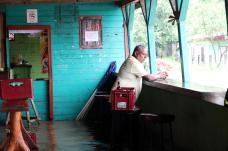 05/10/2017 Las Fuertes lluvias de ayer inundaron el pueblo de Santa Cruz de Guanacaste, en esta ciudad abren varios albergues como en el Liceo de Santa Cruz en el pueblo de Bernabela don Freddy Alvarez Aden .Foto Alonso Tenorio