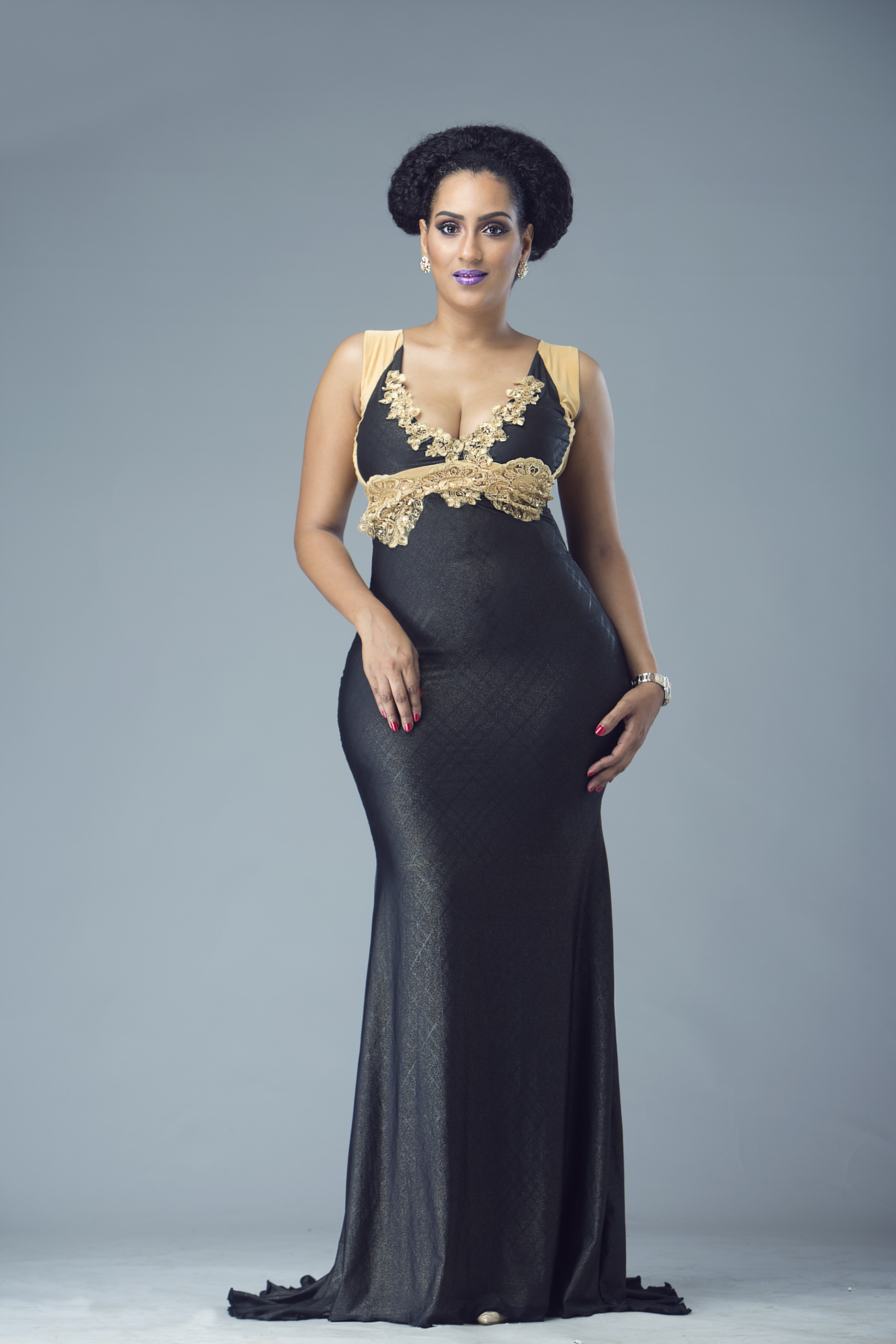 Curves to the world! Juliet Ibrahim flaunts hot body on Christmas ...