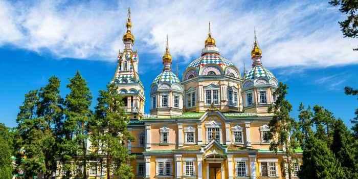 La Cattedrale dell'Ascensione di Almaty: esterno