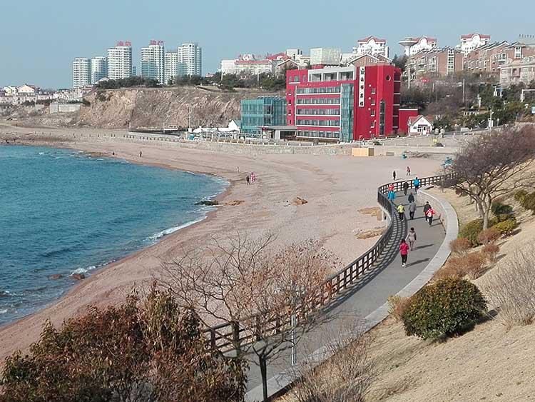 Qingdao, China Yinhai waterfront walk_080942