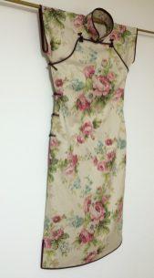 平肩連袖旗袍の1930年代風花柄レトロチャイナatelier leilei提供。