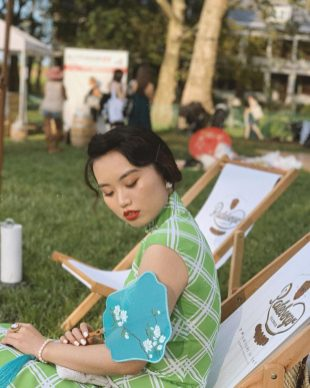 """""""Golden hour """" Xiaoyè's Qipao with green diamond pattern and her make-up, Just like Maggie Cheung in """"in the mood for love"""". via Xiaoyè (@hojitaa) in Instagram"""