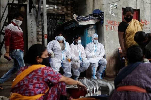 """杜文龙:英国航母战斗群像ICU里的""""病号"""",被美军搀扶前往亚太"""