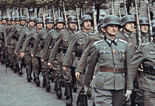 比蒙古国海军还惨!40艘军舰还在,海却要干涸了,骆驼跑底下乘凉