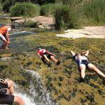 ciclistes a la riera riu terra maquis