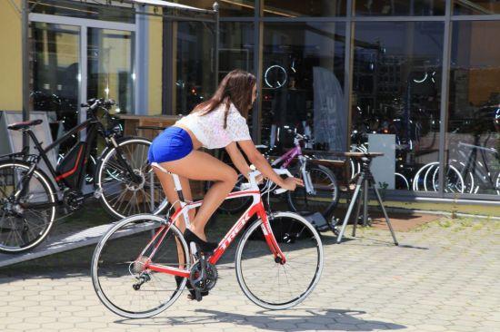 noia bicicleta