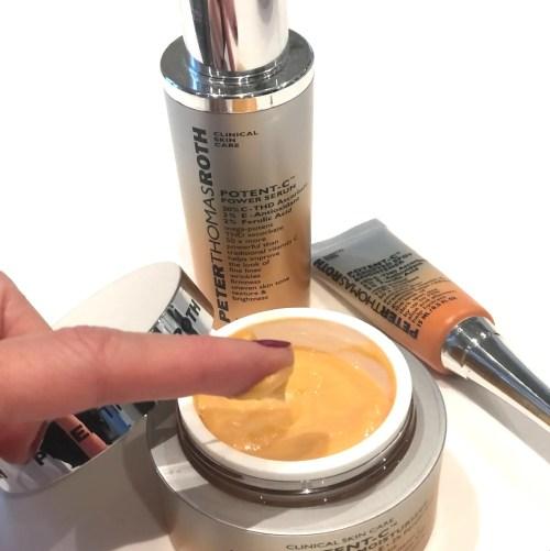 Potent C Bright & Plump Moisturizer fra Peter Thomas Roth opstrammer, udjævner pigmentforandringer og giver fugt.