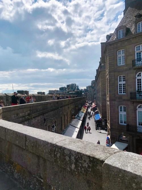 Bymuren i Saint-Malo byder på en spændende vandring langs Atlanterhavet.