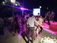 When the couple said that their guests are party-goers, they truly meant it!