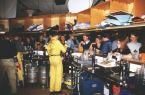 Kårvrak tigger gratisöl i baren...